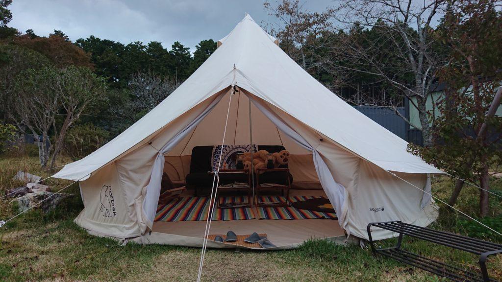 施設内のテントの様子