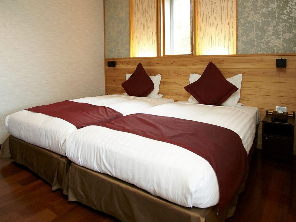 箱根「凛香」客室内ベッド。