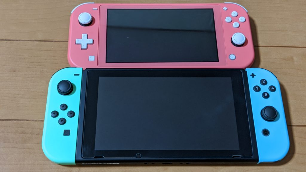 SwitchとSwitch Liteの本体比較画像です。