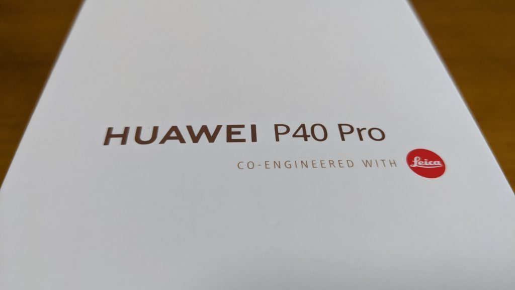 P40 Proの化粧箱。Leicaロゴがまぶしい。